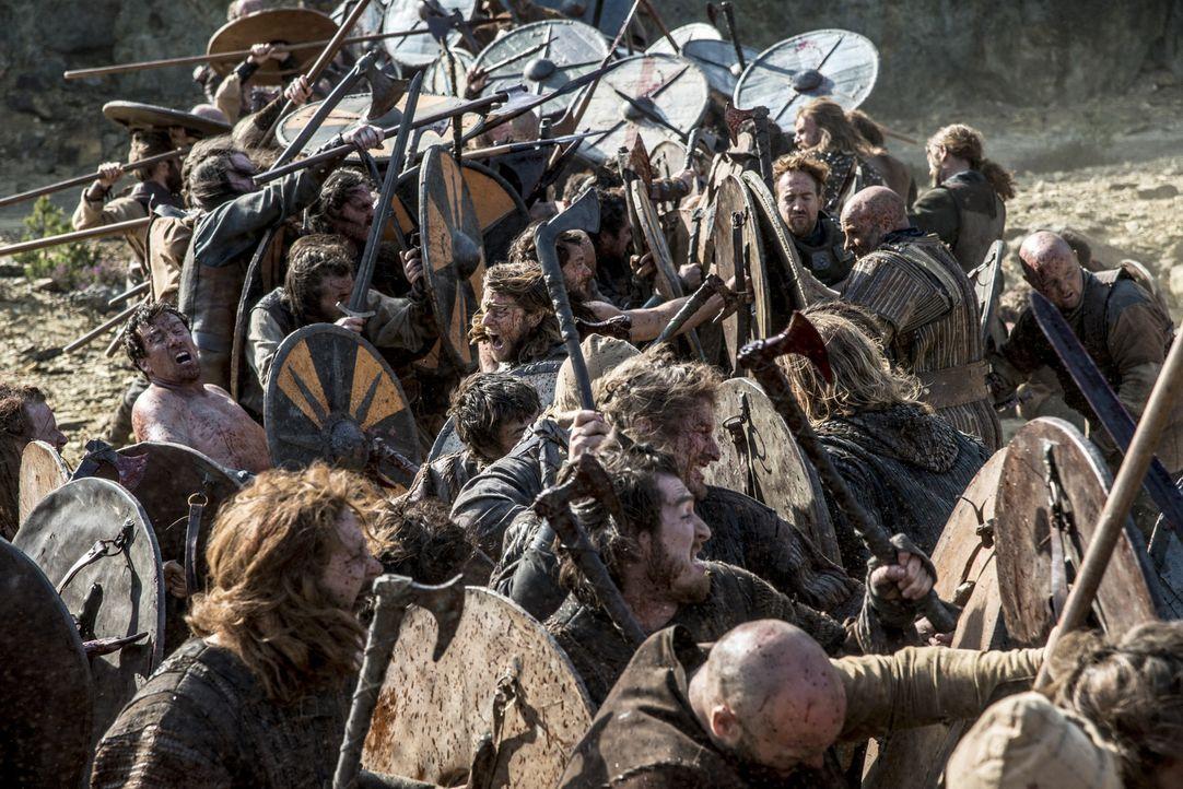 Da die Verhandlungen zwischen Ragnar und Jarl Borg gescheitert sind, kommt es zur großen Schlacht zwischen den beiden Seiten ... - Bildquelle: Bernard Walsh 2013 TM TELEVISION PRODUCTIONS LIMITED/T5 VIKINGS PRODUCTIONS INC. ALL RIGHTS RESERVED.
