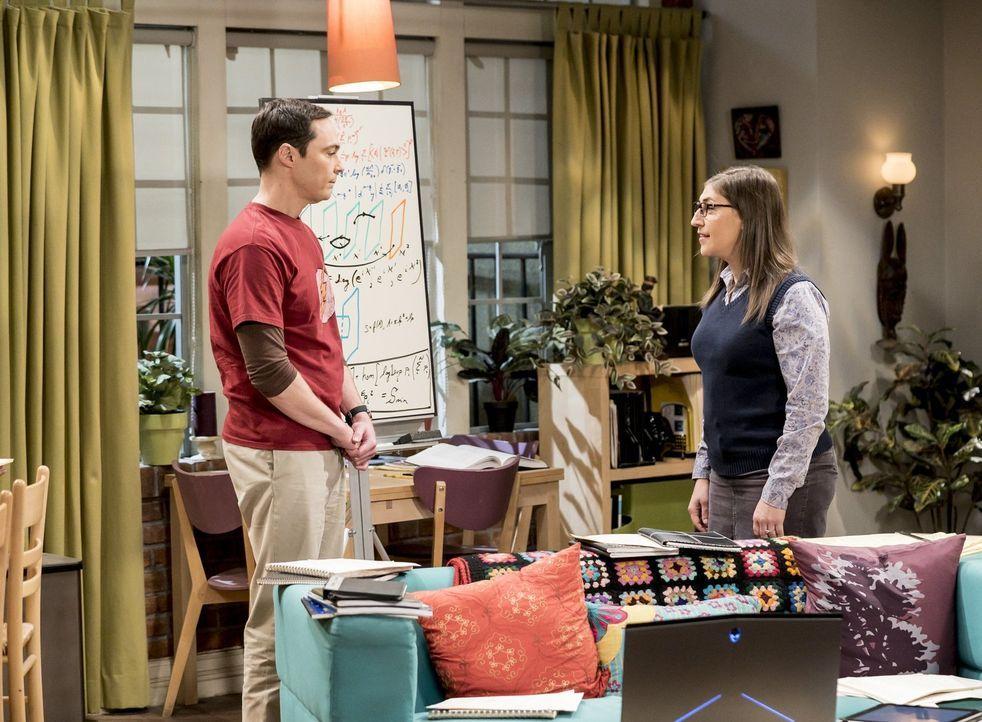 Wie wird Amy (Mayim Bialik, r.) reagieren, wenn Sheldon (Jim Parsons, l.) ihr eröffnet, dass er sich als Untermieter wieder in sein altes Zimmer ein... - Bildquelle: Warner Bros. Television