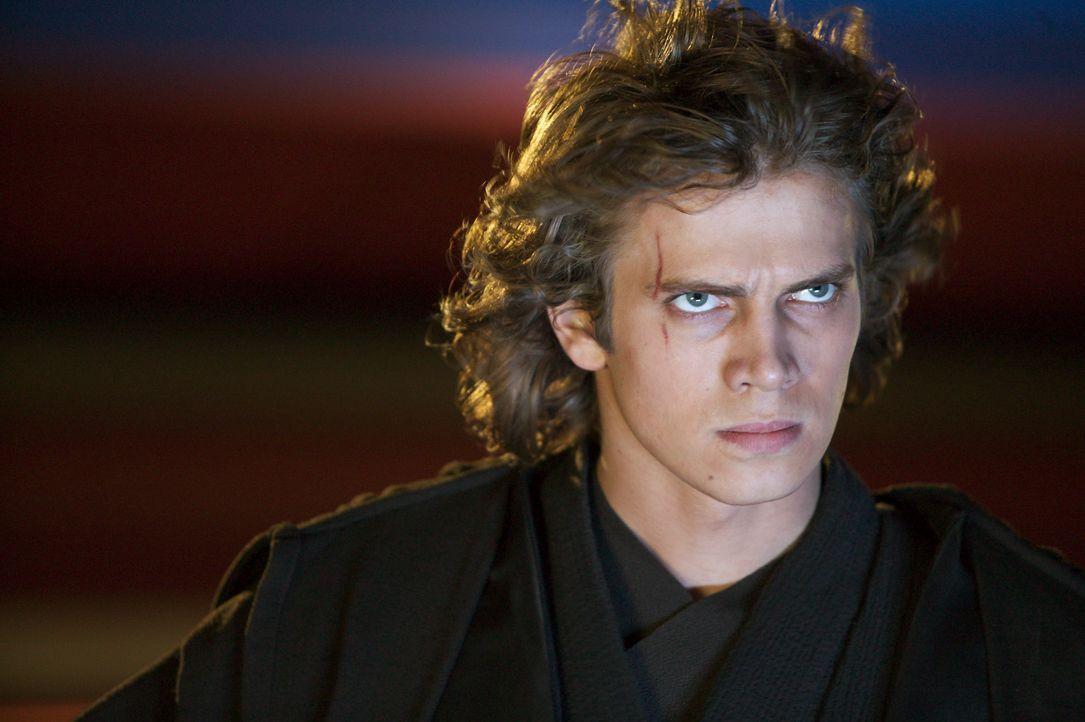 Der machthungrige Anakin Skywalker (Hayden Christensen) sieht sich vom Jedi-Rat hintergangen. Seine maßlose Wut treibt ihn immer mehr zur dunklen S... - Bildquelle: Lucasfilm Ltd. & TM. All Rights Reserved.