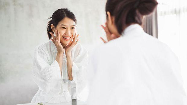 Haut-Pflege ist das A und O für schöne und gesunde Haut im Alter.