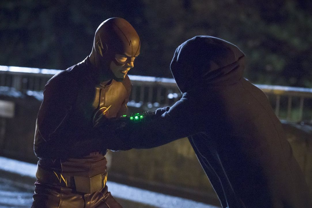 Ein Kampf zwischen Gut und Böse beginnt: Barry alias The Flash (Grant Gustin, l.) und Hartley Rathaway alias Pied Piper (Andy Mientus, r.) ... - Bildquelle: Warner Brothers.