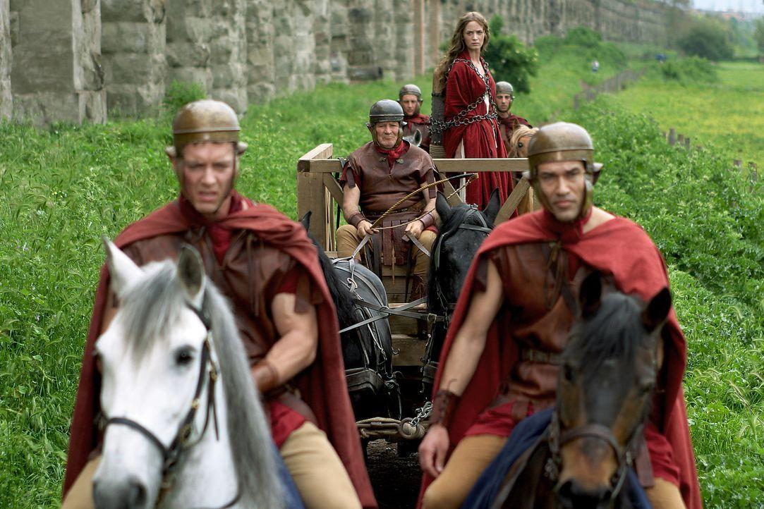 Als Octavius erfährt, dass die junge Vestalin Camene (Emily Blunt) von Marcus Antonius' Männern entführt wurde, setzt er alles daran, sie zu befr... - Bildquelle: Hallmark Entertainment