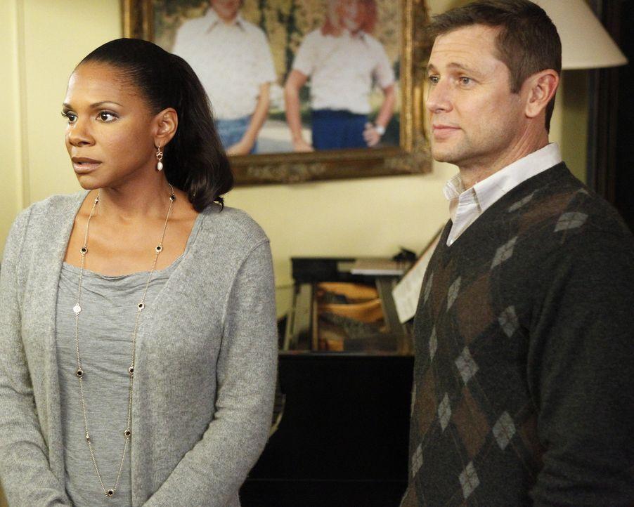 Nach und nach kommen sich Archer (Grant Show, l.) und Naomi (Audra McDonald, r.) näher ... - Bildquelle: ABC Studios