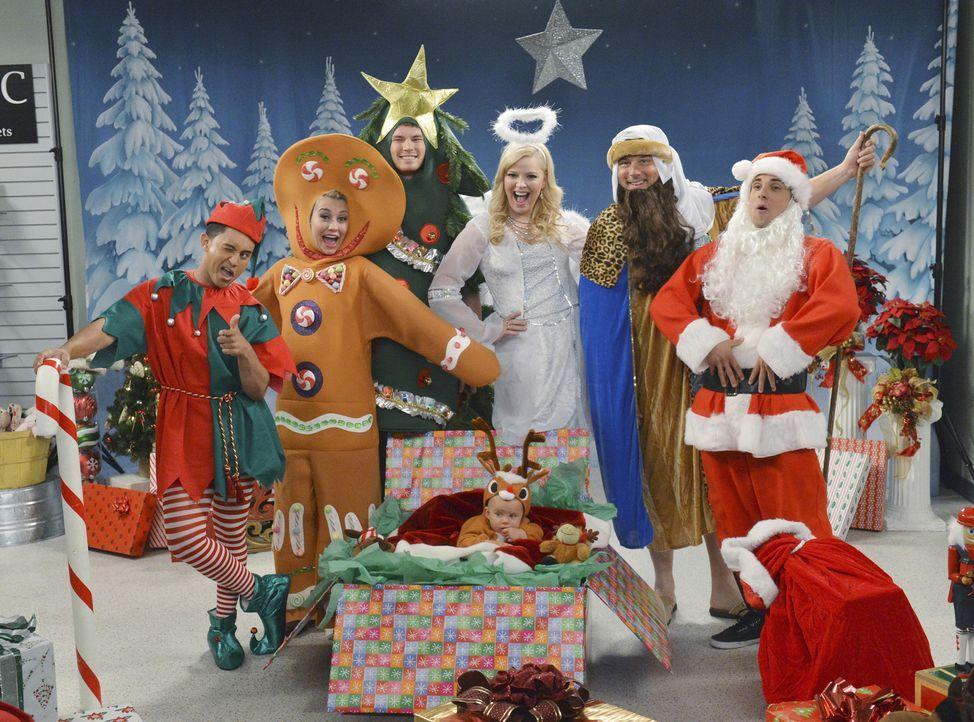 Das alljährliche Wheeler-Familien-Weihnachtsfoto steht an: (v.l.n.r.) Tucker (Tahj Mowry), Riley (Chelsea Kane), Danny (Derek Theler), Emma (Ali Lou... - Bildquelle: Eric McCandless ABC Family