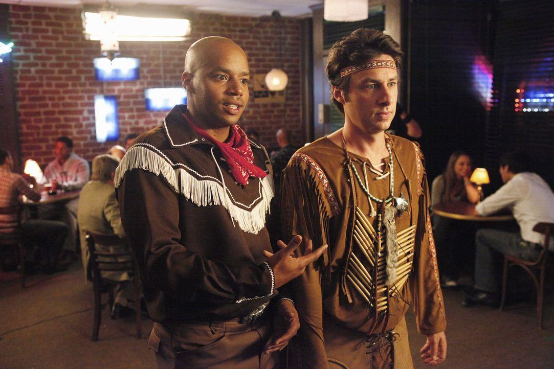 Planen einen wilden Männerabend: J.D. (Zach Braff, r.) und Turk (Donald Faison, l.) ... - Bildquelle: Touchstone Television