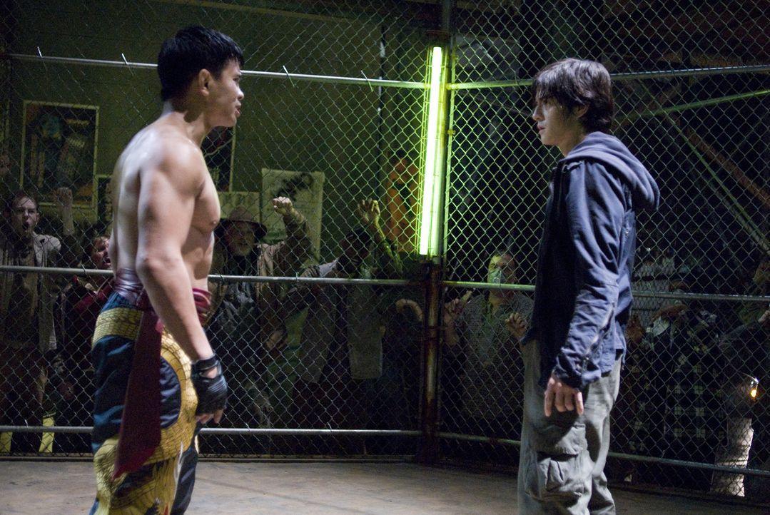 """In den Straßen des Armenviertels """"Anvil"""" herrscht rohe Gewalt. Das erfährt der junge Jin Kazama (Jon Foo, r.) am eigenen Leib. Als seine Mutter ge... - Bildquelle: 2010 CST PRODUCTIONS, LLC   ALL RIGHTS RESERVED"""