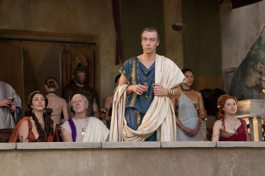 Batiatus (John Hannah) muss eine schwierige Entscheidung fällen ... - Bildquelle: 2010 Starz Entertainment, LLC