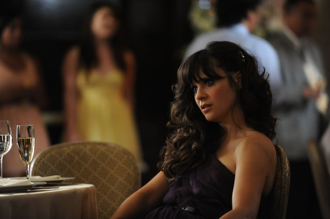 Da Nick Angst davor hat, auf der Hochzeit eines Freundes auf seine Ex-Freundin zu treffen, bittet er Jess (Zooey Deschanel), ihn als seine neue Freu... - Bildquelle: 20th Century Fox