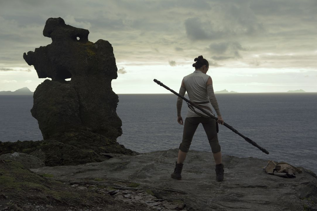 Rey (Daisy Ridley) - Bildquelle: Jules Heath 2017 & TM Lucasfilm Ltd. / Jules Heath