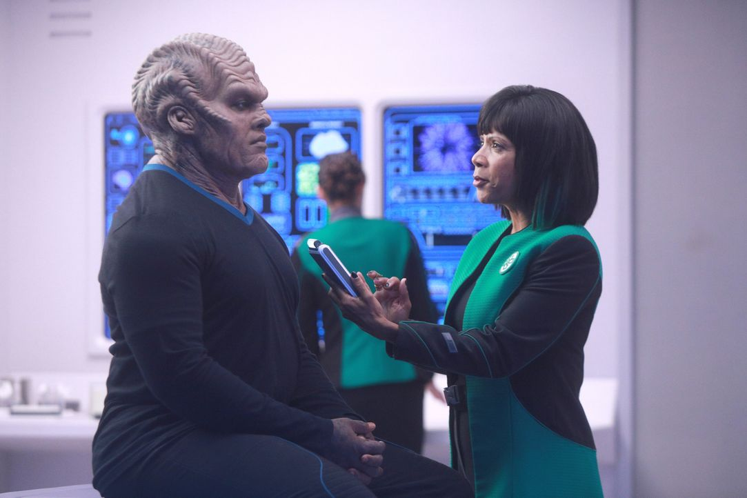 Lieutenant Commander Bortus (Peter Macon, l.); Dr. Claire Finn (Penny Johnson Jerald, r.) - Bildquelle: 2019 Twentieth Century Fox Film Corporation. All rights reserved.