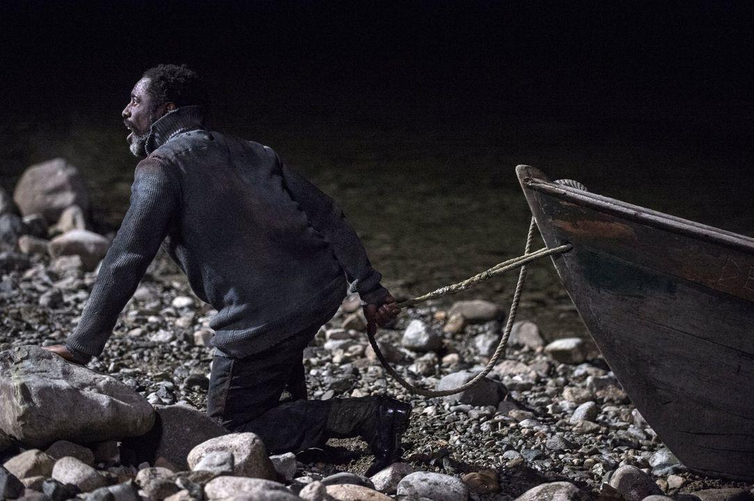 Jaha (Isaiah Washington) folgt der Drohne und erkennt schließlich, welches Schicksal er über die Erde gebracht hat ... - Bildquelle: 2014 Warner Brothers
