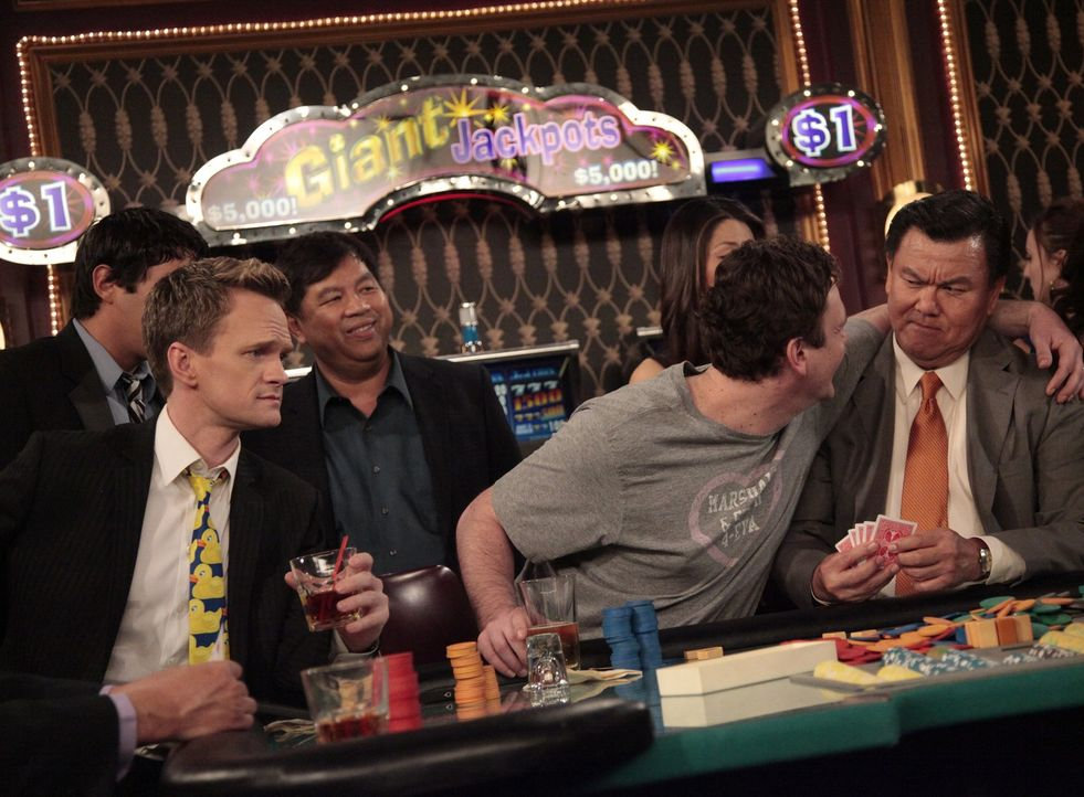 Erleben einen ganz besonderen Roadtrip: Marshall (Jason Segel, 2.v.r.) und Barney (Neil Patrick Harris, l.) ... - Bildquelle: 20th Century Fox International Television