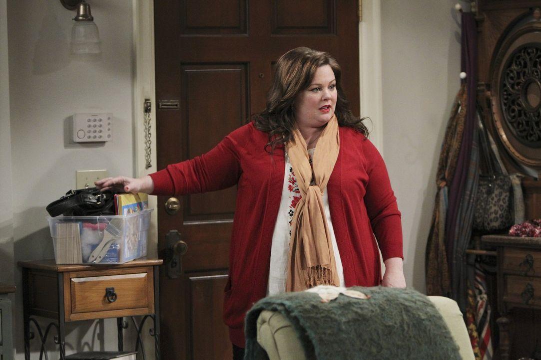 Molly (Melissa McCarthy) ist so damit beschäftigt, Regie bei einer Schulaufführung zu führen, dass sie überhaupt nicht merkt, dass ein Kollege s... - Bildquelle: Warner Brothers