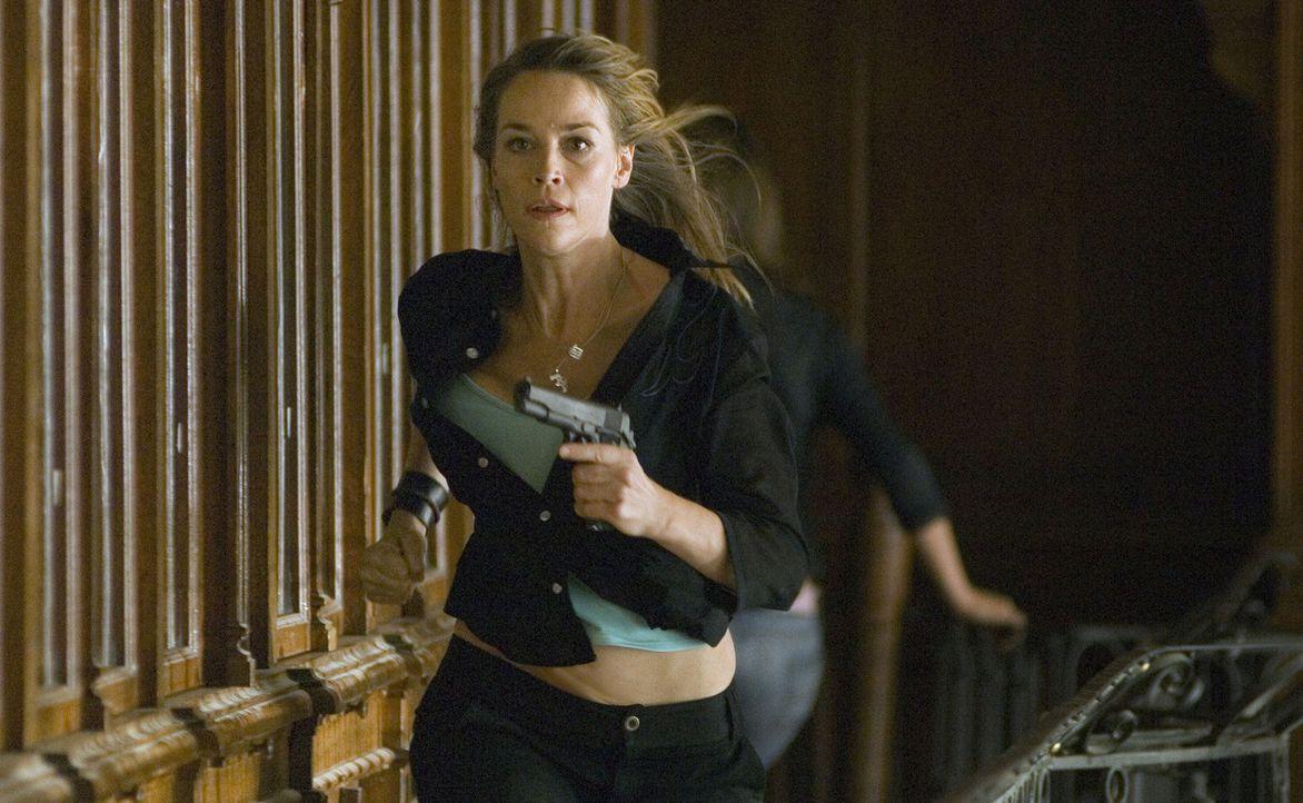 Bringt vollen Einsatz: Taxifahrerin Anya (Eva Pope) hilft Jack Foster, seine Tochter aus der Hand der Kidnapper zu befreien ... - Bildquelle: 2006 Micro Fusion 2005-1 LLP. All rights reserved.
