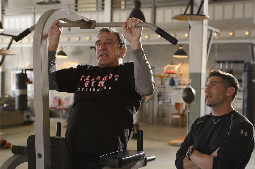 """Vor 30 Jahren war die Rivalität zwischen den beiden Boxern Billy """"The Kid"""" McDonnen (Robert De Niro, l.) und Henry """"Razor"""" Sharp in aller Munde. Ein... - Bildquelle: 2013 Warner Brothers"""