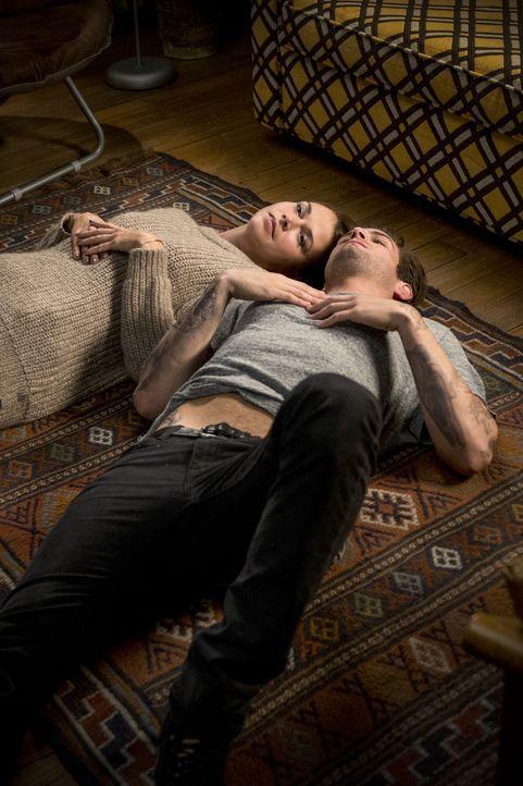 Liza (Sutton Foster, l.) macht sich Gedanken über das nächste Date mit Josh (Nico Tortorella, r.). Soll sie sich wirklich voll und ganz auf den jung... - Bildquelle: Hudson Street Productions Inc 2015