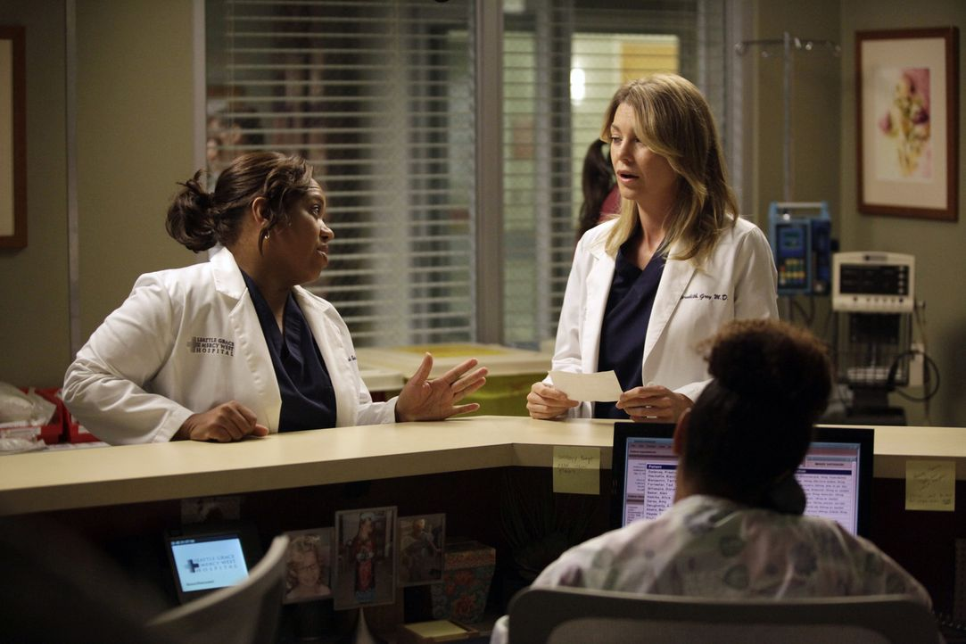 Müssen sich ständig neuen Herausforderungen stellen: Bailey (Chandra Wilson, l.) und Meredith (Ellen Pompeo, r.) ... - Bildquelle: ABC Studios