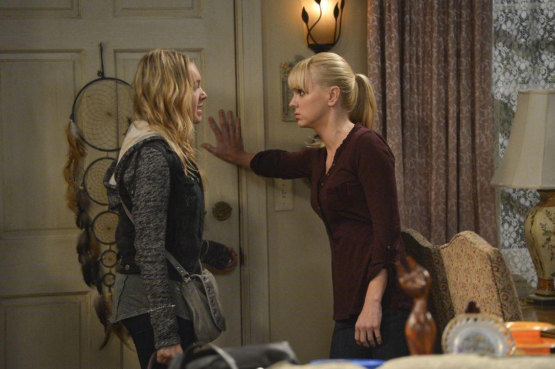 Sind sich mal wieder nicht einig: Christy (Anna Faris, r.) und Violet (Sadie Calvano, l.) ... - Bildquelle: Warner Bros. Television