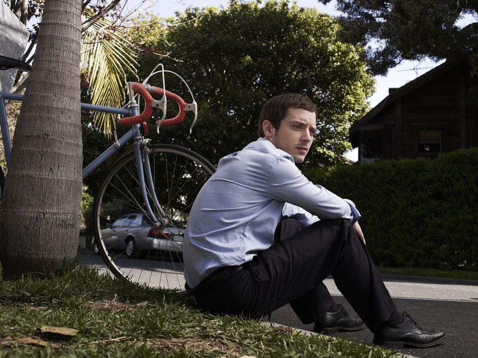 (1. Staffel) - Ryan (Elijah Wood) zweifelt immer wieder an seinem Verstand ... - Bildquelle: 2011 FX Networks, LLC. All rights reserved.