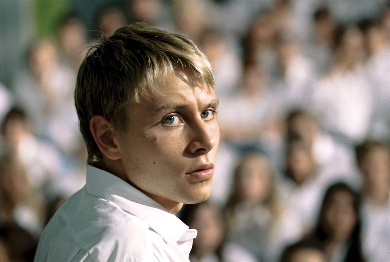 Voller Enthusiasmus steigt Marco (Max Riemelt) in der Experiment seines Lehrers ein, der hautnah zeigen möchte, dass jeder anfällig für totalitäre I... - Bildquelle: Constantin Film