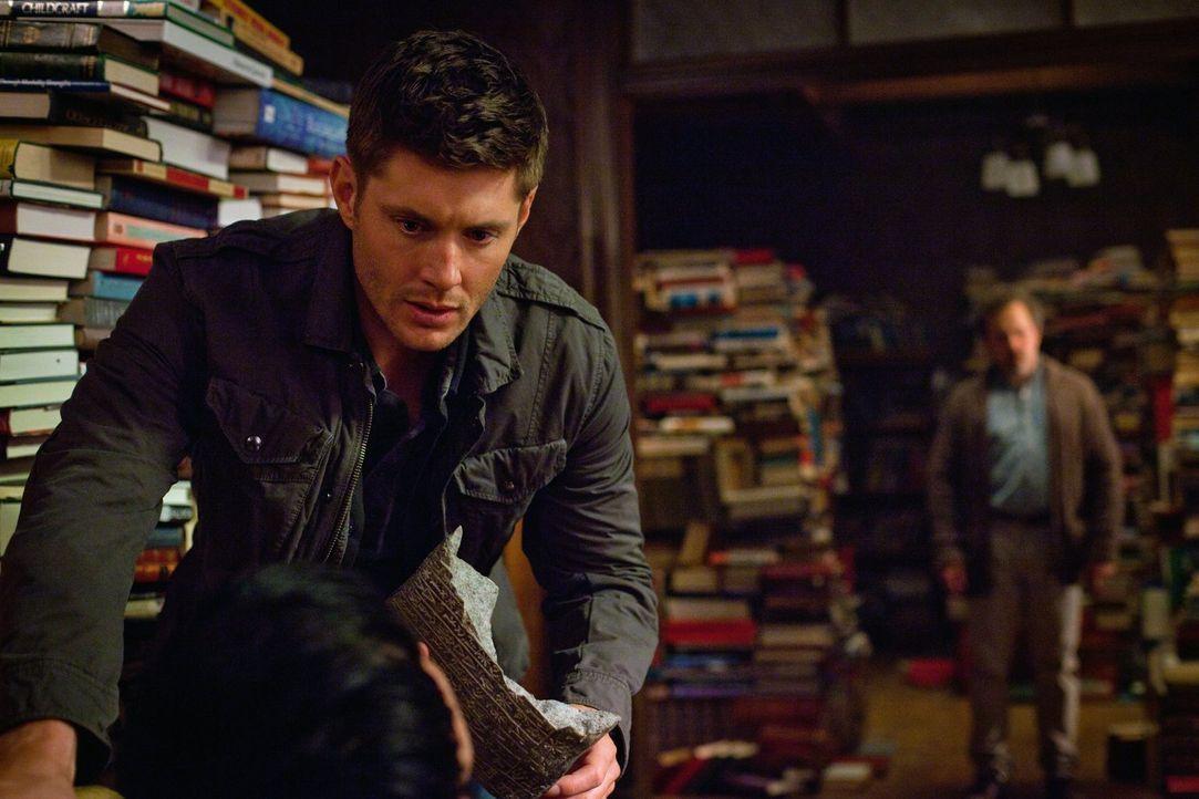 Metatron (Curtis Armstrong, r.) bringt Dean (Jensen Ackles, l.) dazu, über das Schließen der Höllentore ganz genau nachzudenken ... - Bildquelle: Warner Bros. Television