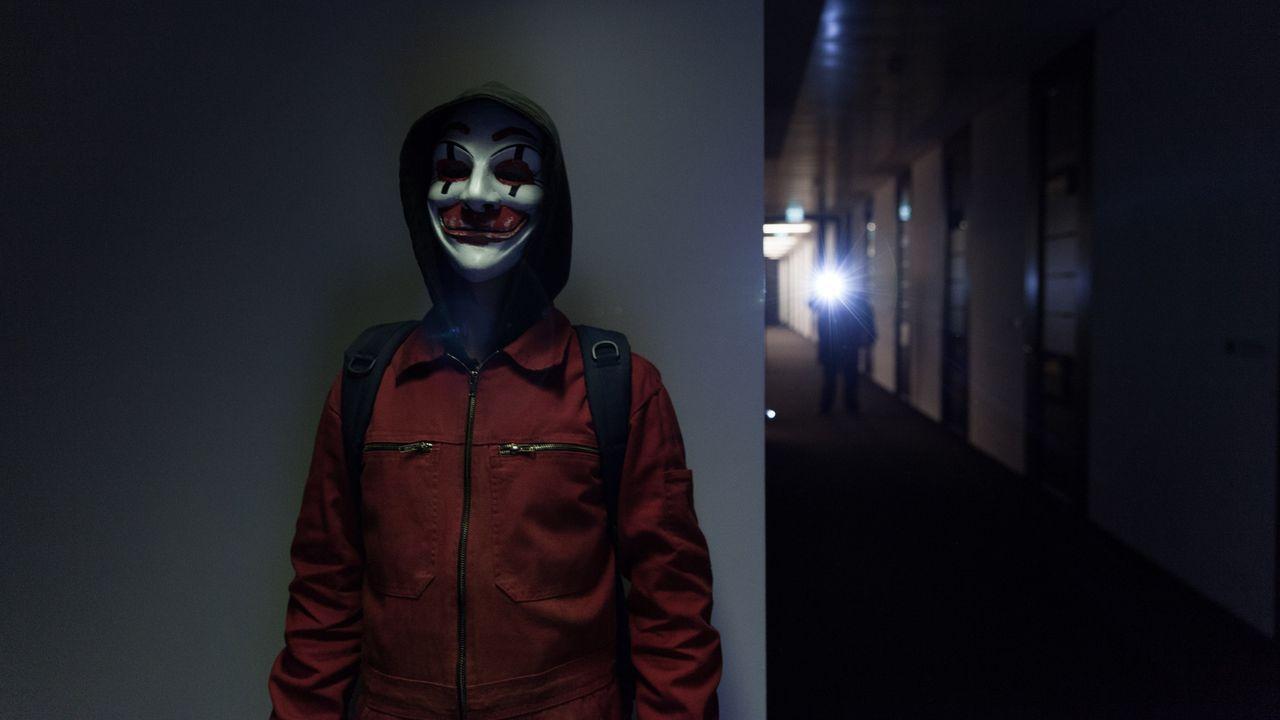 Als die Hackergruppe CLAY einer anderen Hacker-Organisation in die Quere kommt, die sich FR13NDS nennt, beginnt eine mörderische Hetzjagd - nicht nu... - Bildquelle: Jan Rasmus Voss Wiedemann & Berg Film