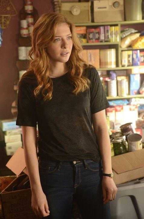 Julia (Rachelle LeFevre) übernimmt die Führung in Chester's Mill und muss wichtige Entscheidungen treffen ... - Bildquelle: 2014 CBS Broadcasting Inc. All Rights Reserved.