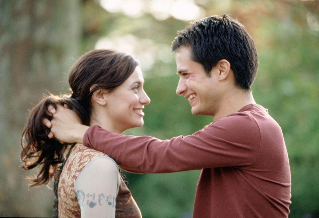 Kurz vor ihrer Hochzeit lernt die Flamenco-Tänzerin Carmen (Natalia Verbeke, l.) den jungen brasilianischen Schauspieler Kit (Gael García Bernal, r....