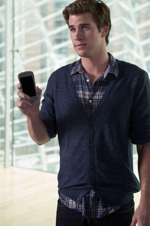 Jung und ehrgeizig: IT-Entwickler Adam Cassidy (Liam Hemsworth) sehnt sich nach Erfolg und Anerkennung. - Bildquelle: 2012 Paranoia Acquisitions LLC. All rights reserved.