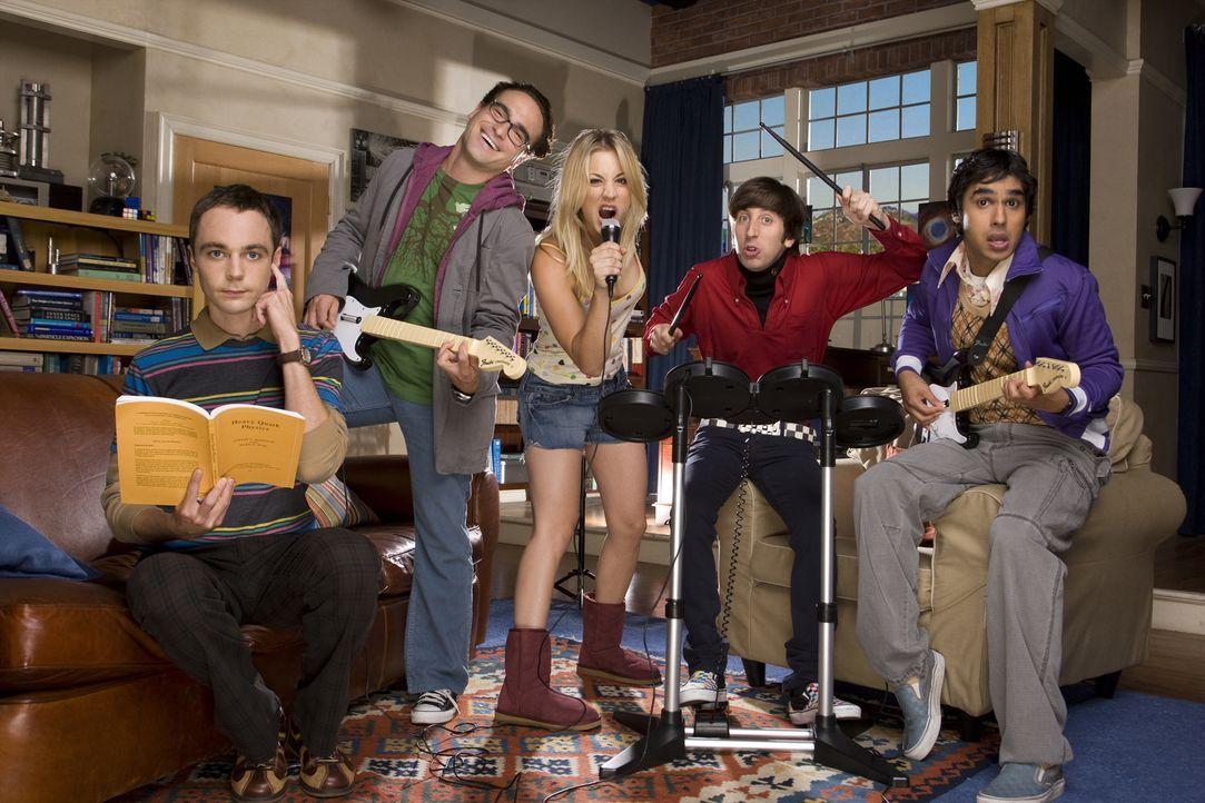 (2. Staffel) - Durch die äußerst attraktive Penny (Kaley Cuoco, M.) wird das Leben der introvertierten Freunde Leonard (Johnny Galecki, 2.v.l.), She... - Bildquelle: Warner Bros. Television