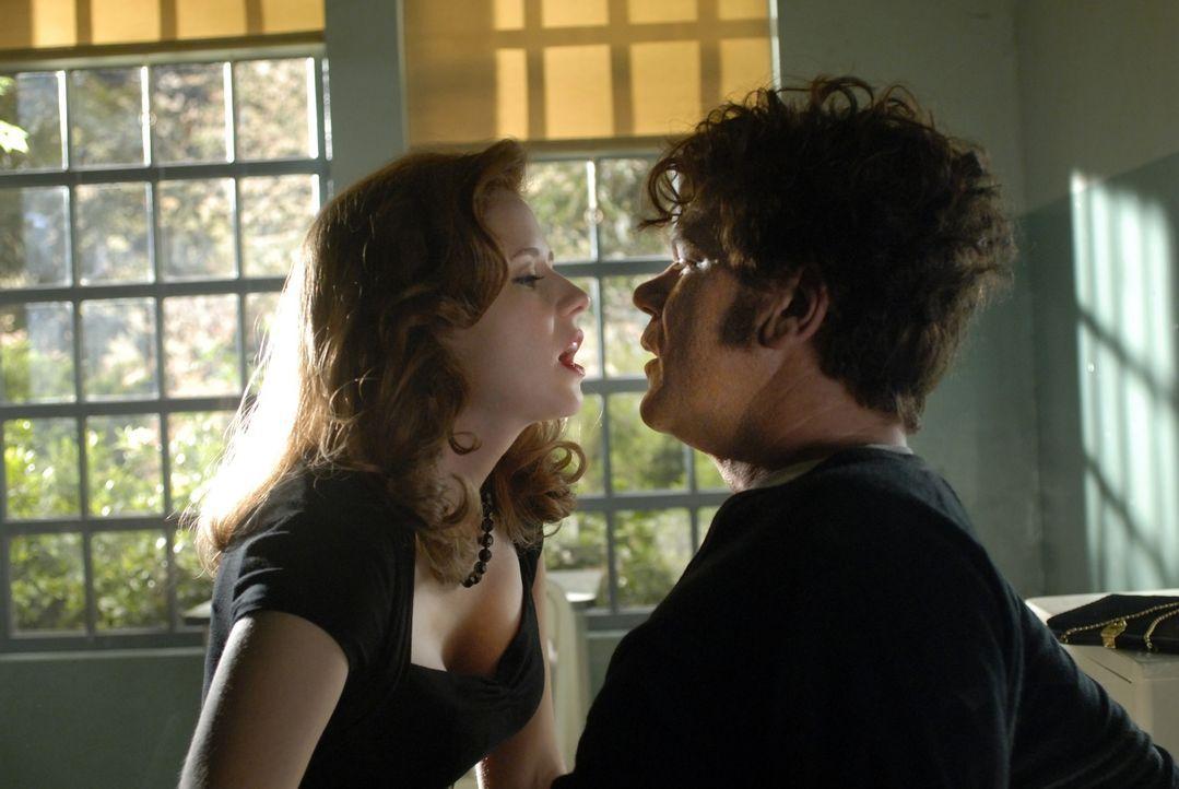 Zarte Versuchung: Mit Darlene (Jenna Fischer, l.) hat Dewey (John C. Reilly, r.) anfangs eine rein professionelle Beziehung - allerdings können die... - Bildquelle: 2007 Columbia Pictures Industries, Inc.  and GH Three LLC. All rights reserved.
