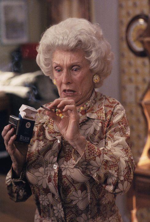 Zu allem Übel taucht plötzlich Großmutter Ida (Cloris Leachman) auf und nistet sich bei der Familie ein. Jeder Versuch, sie schnell wieder loszuw... - Bildquelle: TM +   2000 Twentieth Century Fox Film Corporation. All Rights Reserved.