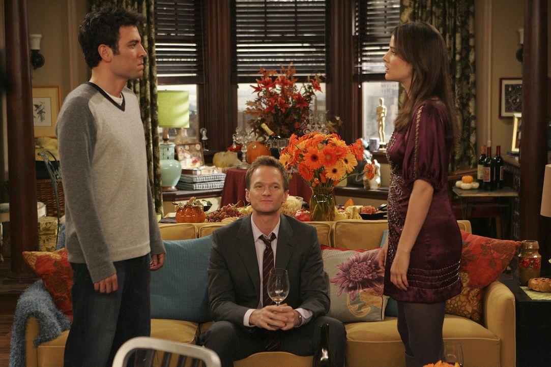 Lily und Marshall feiern zum ersten Mal in der eigenen Wohnung Thanksgiving und laden dazu ihre Freunde Ted (Josh Radnor, l.), Barney (Neil Patrick... - Bildquelle: 20th Century Fox International Television