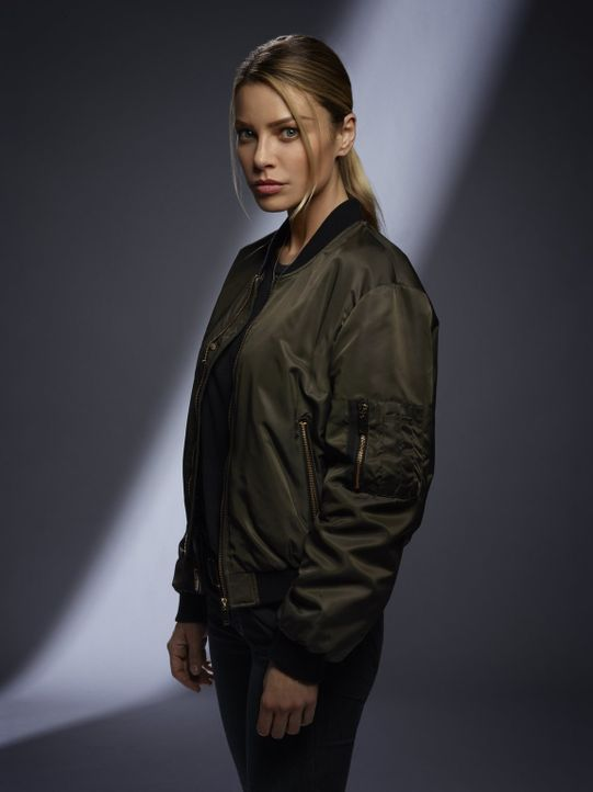 (2. Staffel) - Wird Chloe (Lauren German) die Zweifel an Lucifers wahrer Identität ablegen oder glaubt sie weiterhin, dass er sich die ganzen Geschi... - Bildquelle: 2016 Warner Brothers