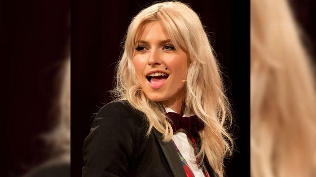 The Voice Of Germany 2015 Lena Gercke Als Entscheidender