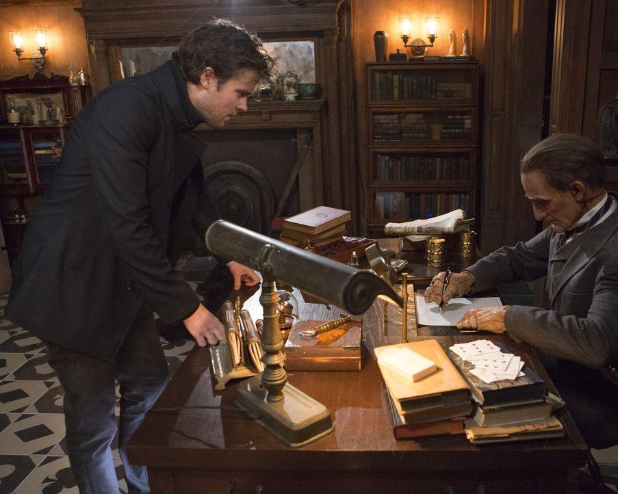 Cameron (Jack Cutmore-Scott) und das Team müssen sich mit der mysteriösen Frau duellieren ... - Bildquelle: Warner Bros.