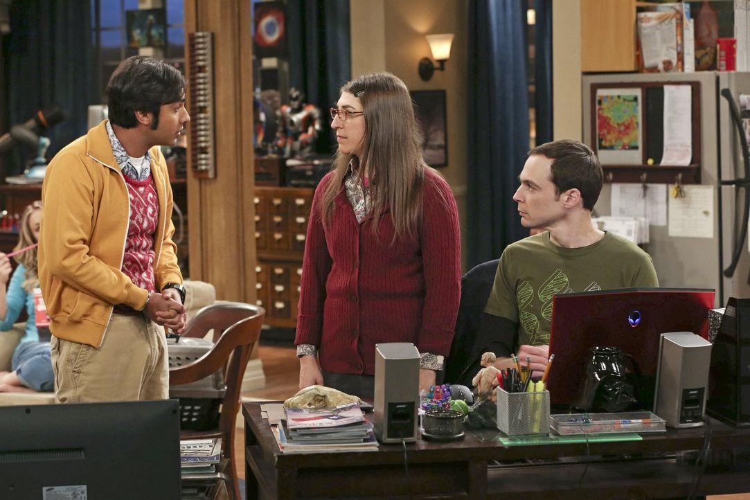 Während Raj (Kunal Nayyar, l.) vorübergehend bei Bernadette und Howard wohnt, müssen Leonard und Amy (Mayim Bialik, M.) Sheldon (Jim Parsons, r.) üb... - Bildquelle: Warner Brothers
