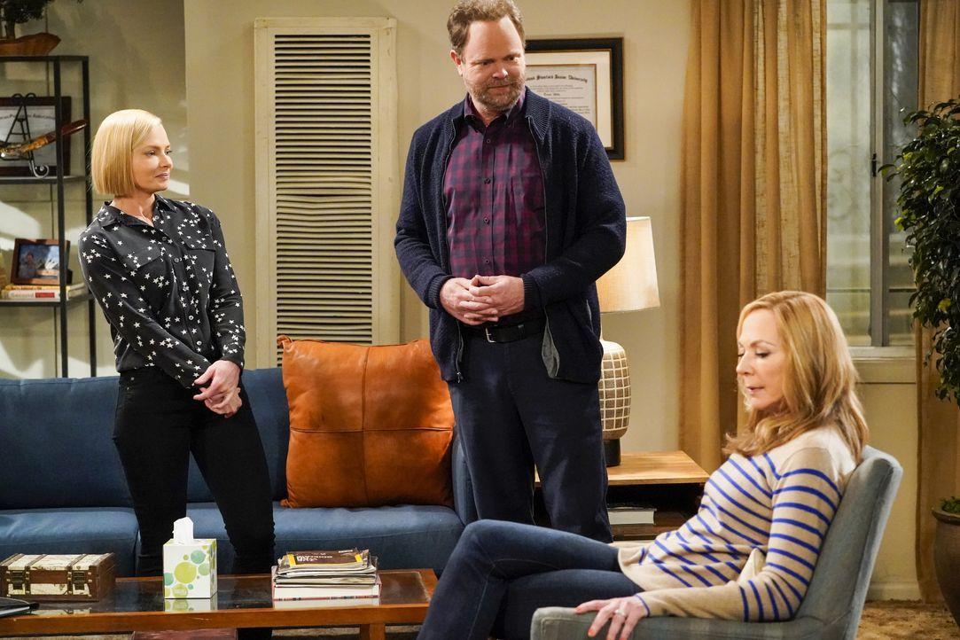 (v.l.n.r.) Jill (Jaime Pressly); Trevor (Rainn Wilson); Bonnie (Allison Janney) - Bildquelle: Warner Bros. Entertainment, Inc.