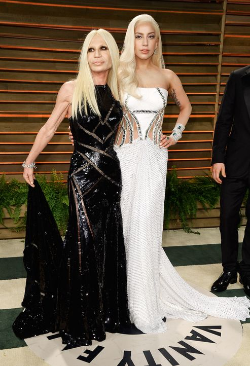 Oscars-Vanity-Fair-Party-Donatella-Versace-Lady-Gaga-140302-getty-AFP - Bildquelle: getty-AFP