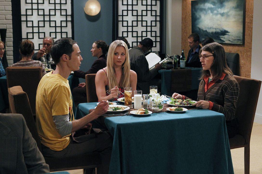Penny (Kaley Cuoco, M.) startet einen neuen Verkupplungsversuch zwischen Sheldon (Jim Parsons, l.) und Amy (Mayim Bialik, r.) ... - Bildquelle: Warner Bros. Television