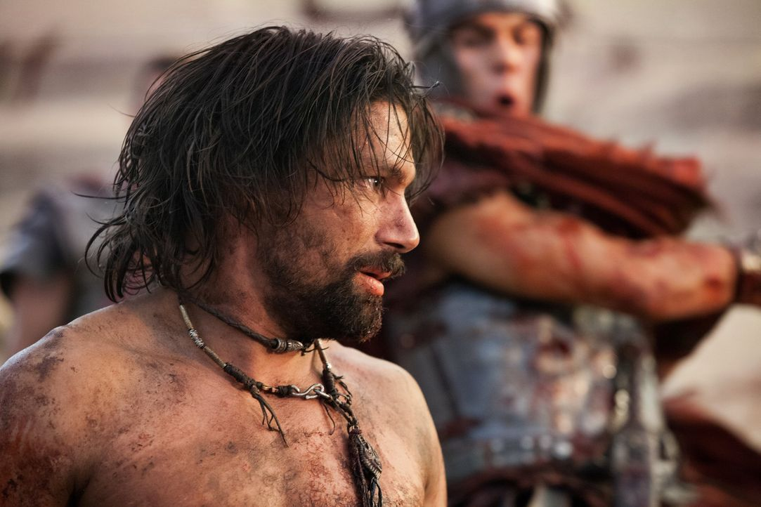 Wird von Tiberius (Christian Antidormi, r.) enthauptet: Crixus (Manu Bennett, l.) ... - Bildquelle: 2012 Starz Entertainment, LLC. All rights reserved.