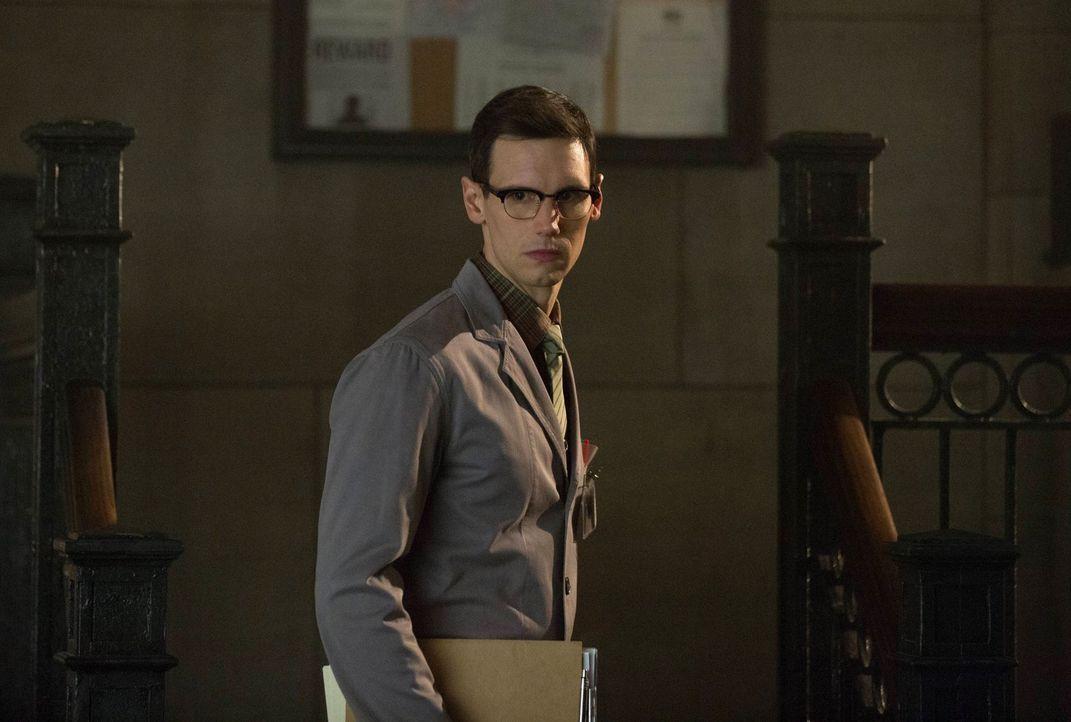 Spielt sein hinterhältiges Spiel weiter: Edward Nygma (Cory Michael Smith) ... - Bildquelle: Warner Brothers