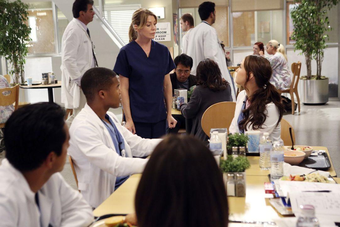 Während Mark nach dem Flugzeugabsturz um sein Leben kämpft, führt Meredith (Ellen Pompeo, M.) als Stationsärztin, ein gnadenloses Regime ... - Bildquelle: ABC Studios