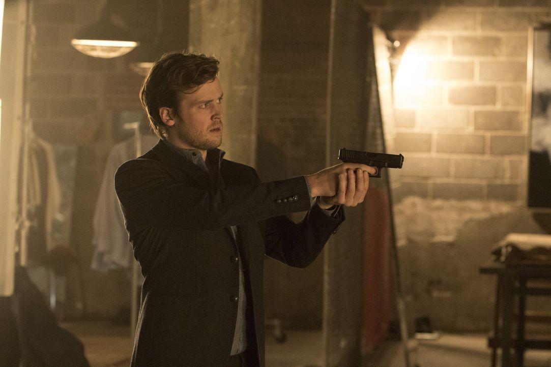 Cameron Black (Jack Cutmore-Scott) - Bildquelle: Warner Bros.