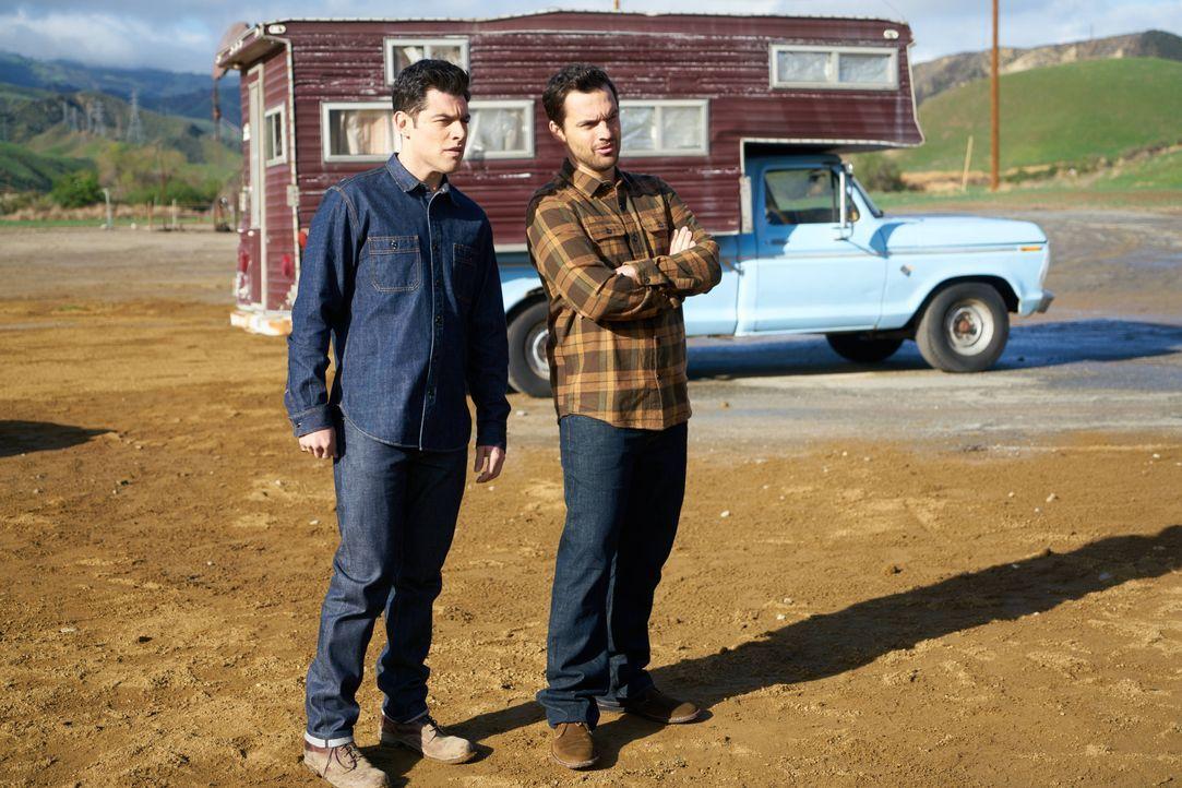 Nick (Jake Johnson, r.) gibt Schmidt (Max Greenfield, l.) einen fragwürdigen Tipp, damit er sich ein wenig männlicher fühlt, doch das geht voll nach... - Bildquelle: 2016 Fox and its related entities.  All rights reserved.