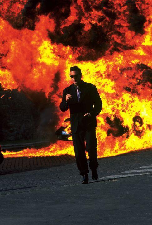 Wo immer der eiskalte Top-Terrorist Stavros (Mickey Rourke) auftaucht, hinterlässt er ein Inferno ... - Bildquelle: Columbia TriStar