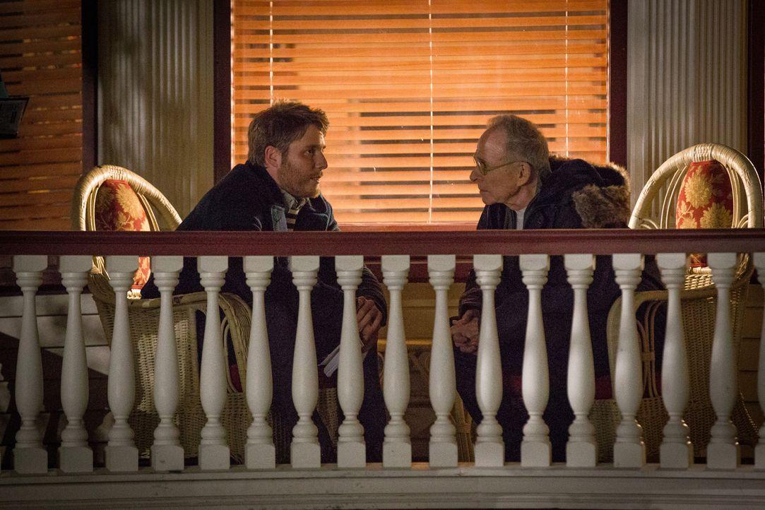 Wird sich ihre Beziehung zueinander wieder verbessern? Brian (Jake McDorman, l.) und sein Vater Dennis (Ron Rifkin, r.) - Bildquelle: Paul Sarkis 2016 CBS Broadcasting, Inc. All Rights Reserved