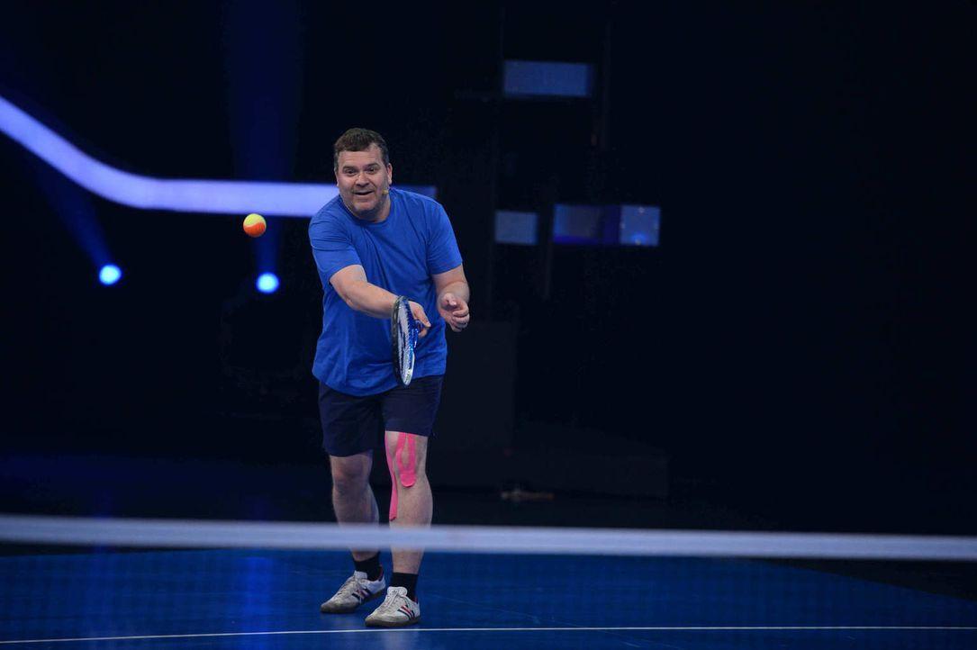 Sitzt sein Aufschlag? Elton (Bild) gibt alles, um gegen Lukas Podolski zu gewinnen ... - Bildquelle: Willi Weber ProSieben