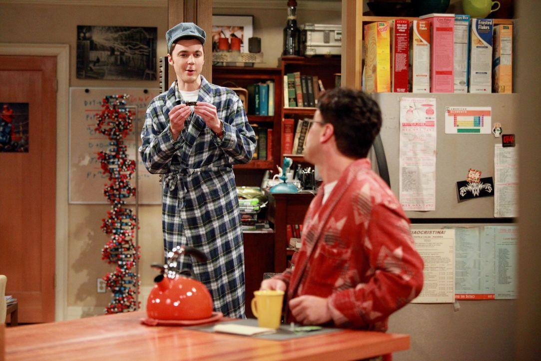 Gute Freunde: Sheldon (Jim Parsons, l.) und Leonard (Johnny Galecki, r.) ... - Bildquelle: Warner Bros. Television