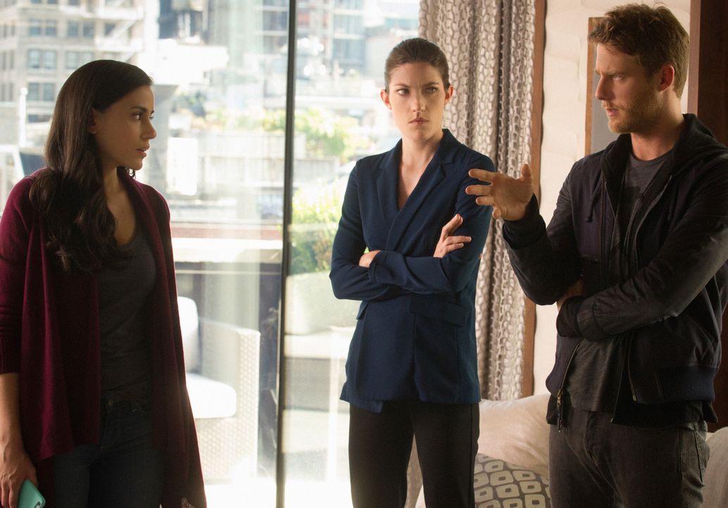 Als Naz unter dem Verdacht festgenommen wird, Terrorismus zu unterstützen, versuchen Brian (Jake McDorman, r.) und Rebecca (Jennifer Carpenter, M.)... - Bildquelle: Jeff Neira 2015 CBS Broadcasting, Inc. All Rights Reserved